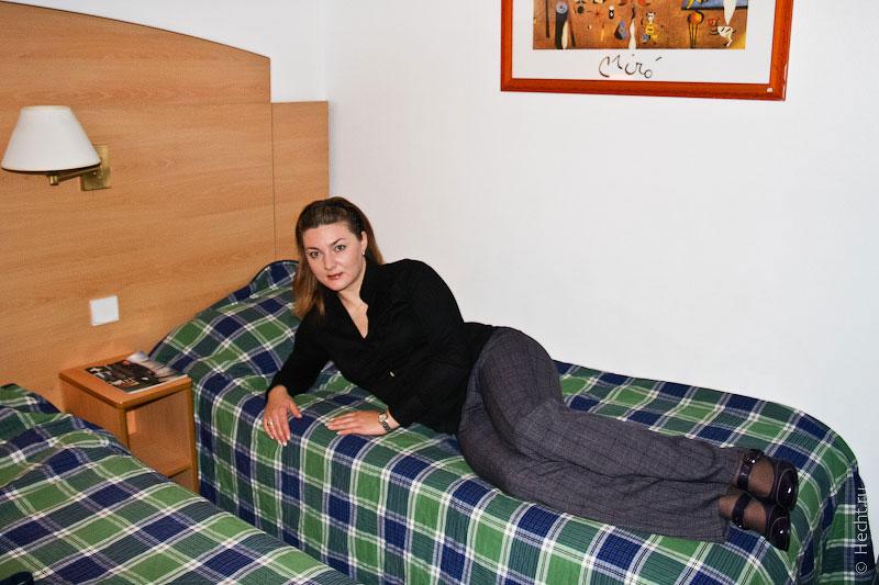 Сашенька в парижском отеле