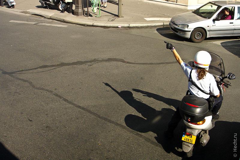 Парижский полицейский на роллере