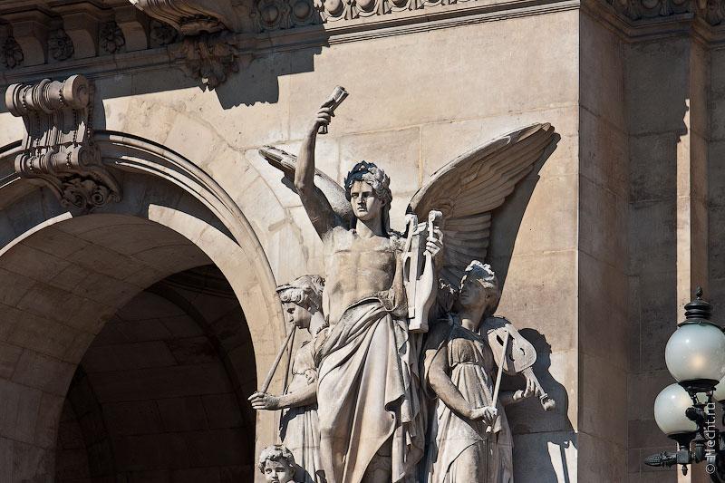 Мужики-статуи на гранд опере