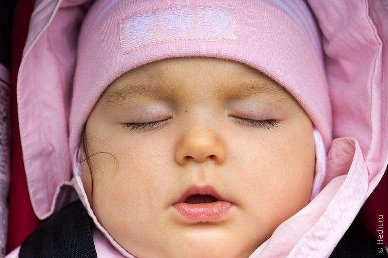 Эвелина сладко спит
